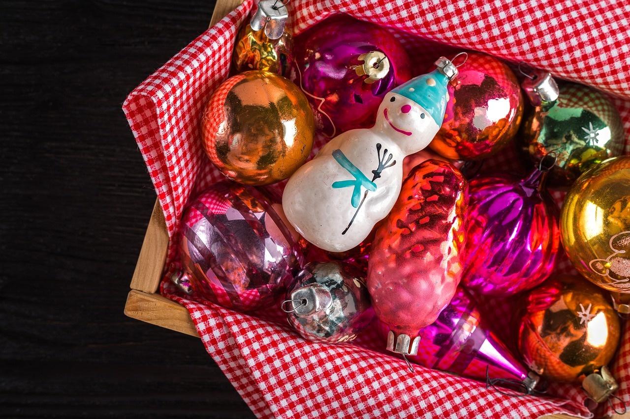 """Trakų Salos pilyje atidaryta paroda """"Iš Kalėdų eglutės žaisliukų istorijos"""""""