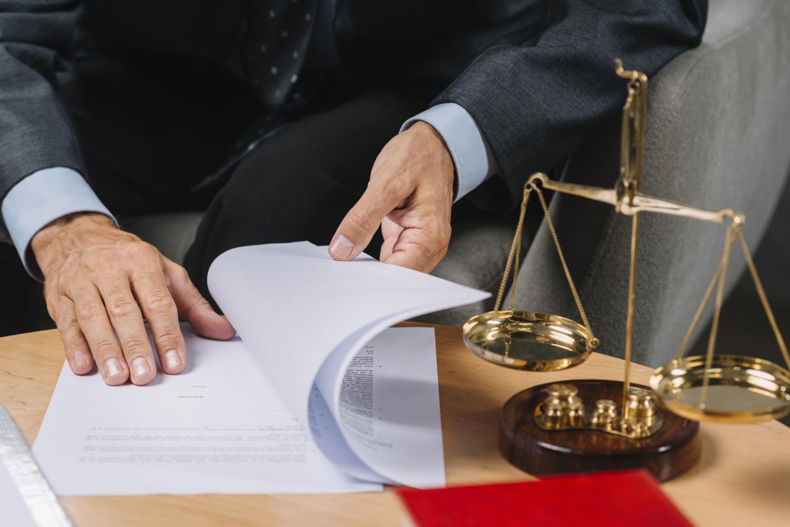 Moteris siekia atgauti 120 tūkst. eurų už žadėtą ir nesuteiktą teisinę pagalbą