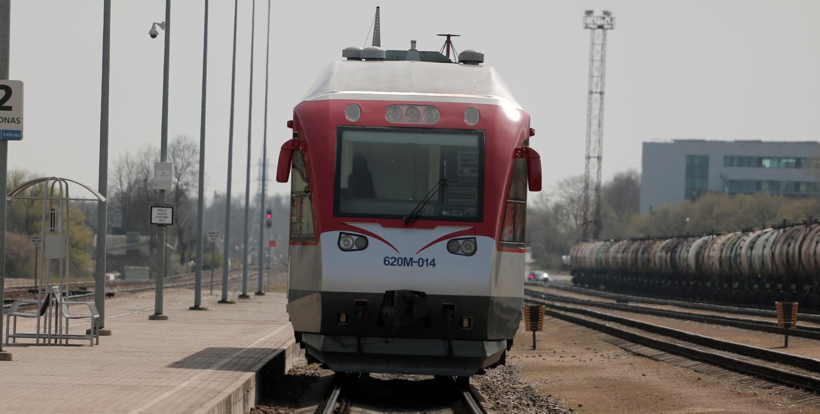 Geležinkelio stotyje traukinys mirtinai partrenkė žmogų (papildyta)