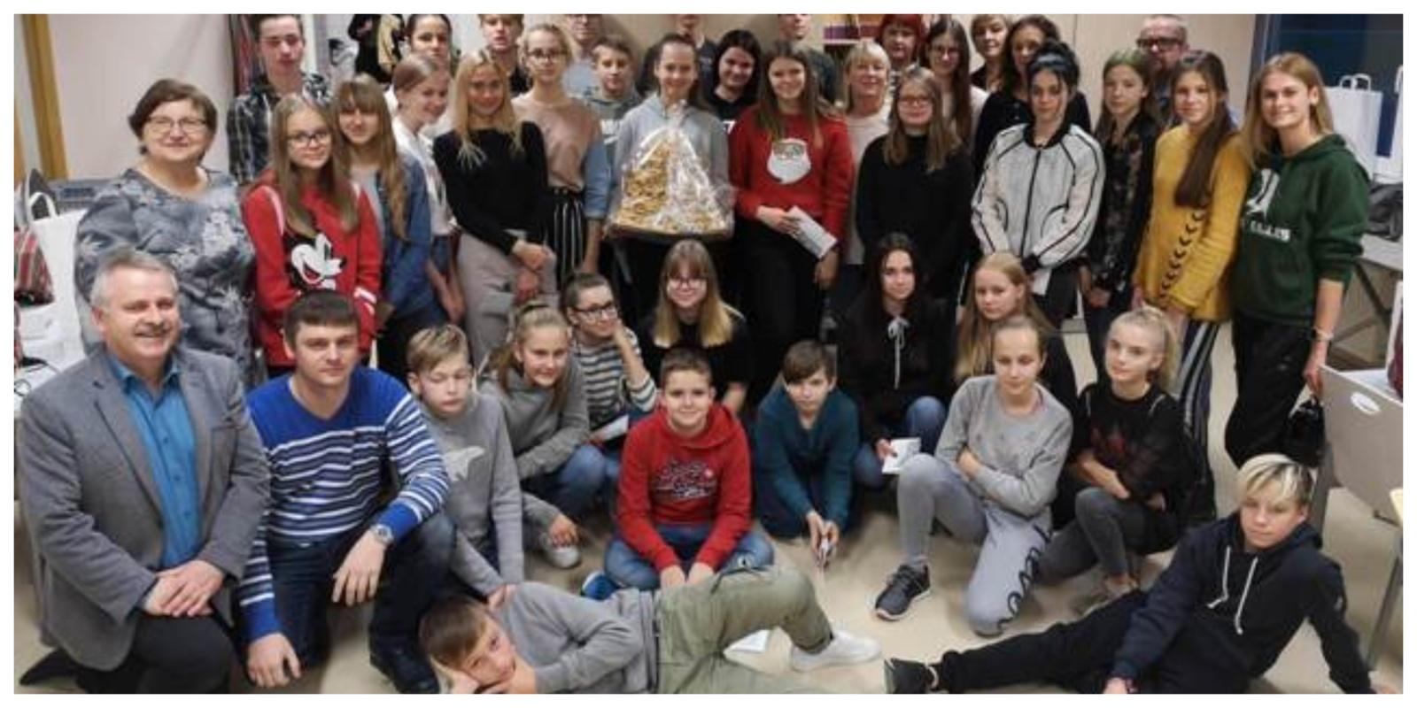 """Kupiškio Povilo Matulionio progimnazijos mokiniai ir mokytojai dalyvavo Estijos mokyklos projekto """"Tarmės ir senieji liaudies amatai"""" pirmajame etape"""