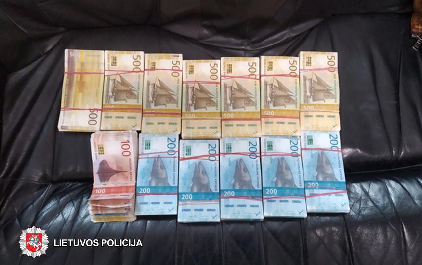 Dvi Panevėžio valiutos keityklos įtariamos šešėliniu verslu