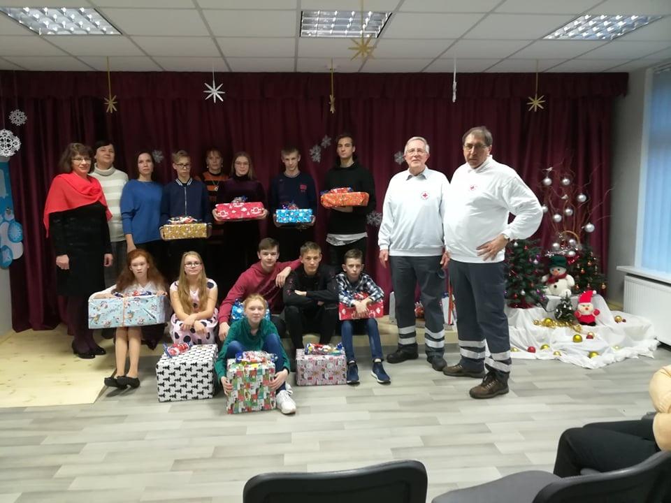 Vokietijos Raudonojo Kryžiaus atstovai atvyko su dovanomis vaikams, seneliams, šeimoms