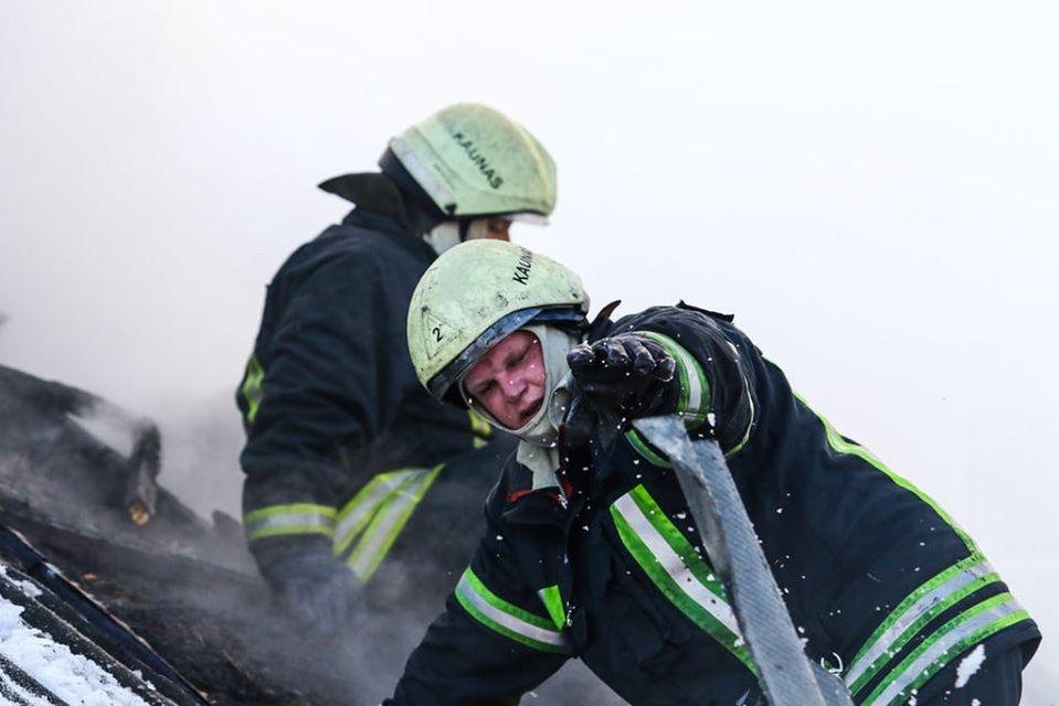 Biržų rajone degė gyvenamasis namas: rastas vyro kūnas
