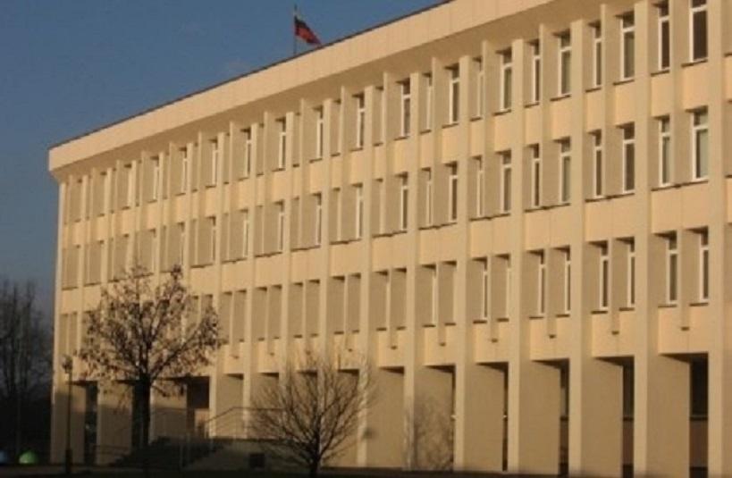 Plungės taryba nutarė prašyti LVAT išaiškinimo, ar meras A. Klišonis nesulaužė priesaikos
