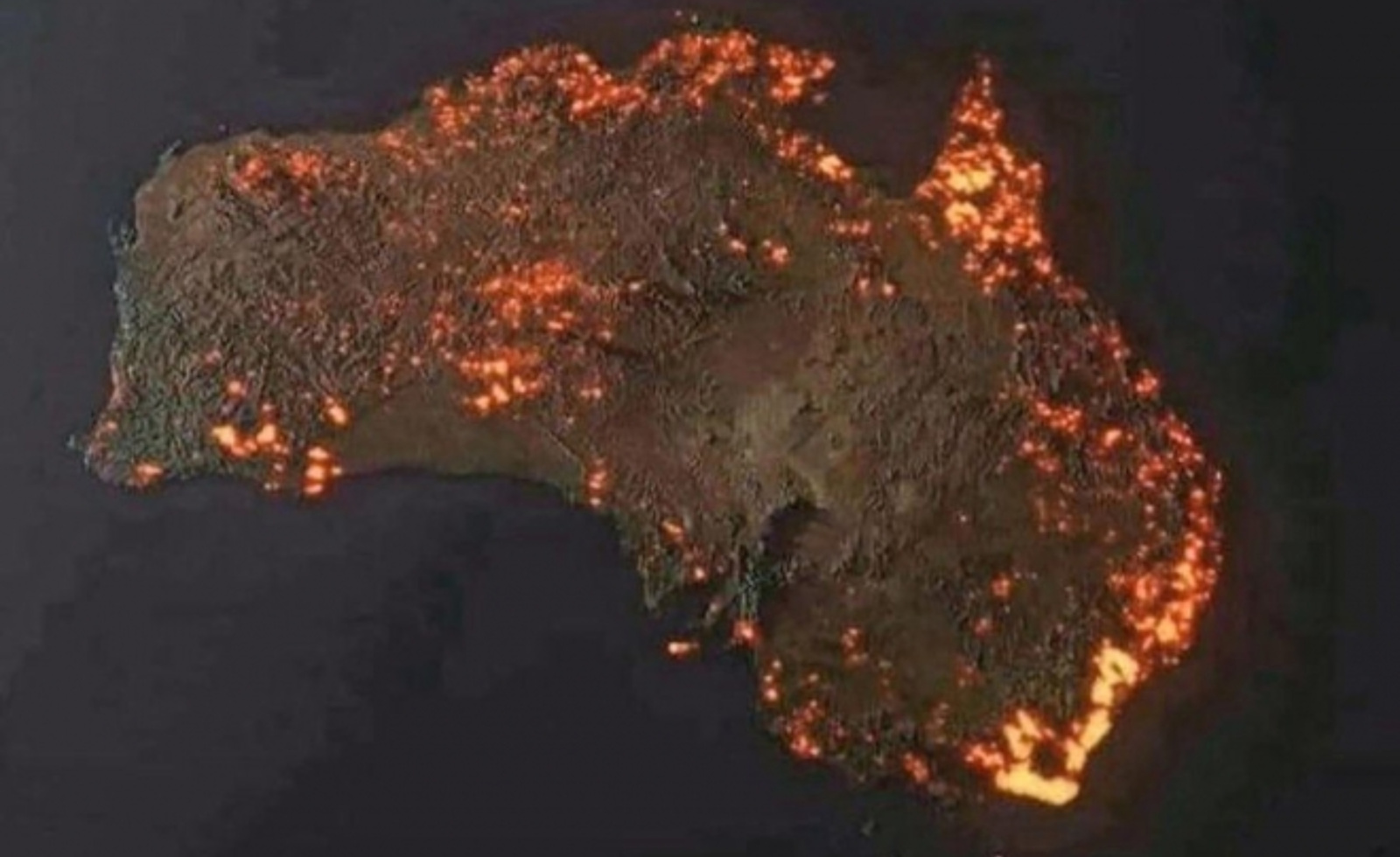 Australijos gaisrų dūmai plotu prilygsta Europai: N. Zelandijoje krenta suodžiai (vaizdo įrašas)