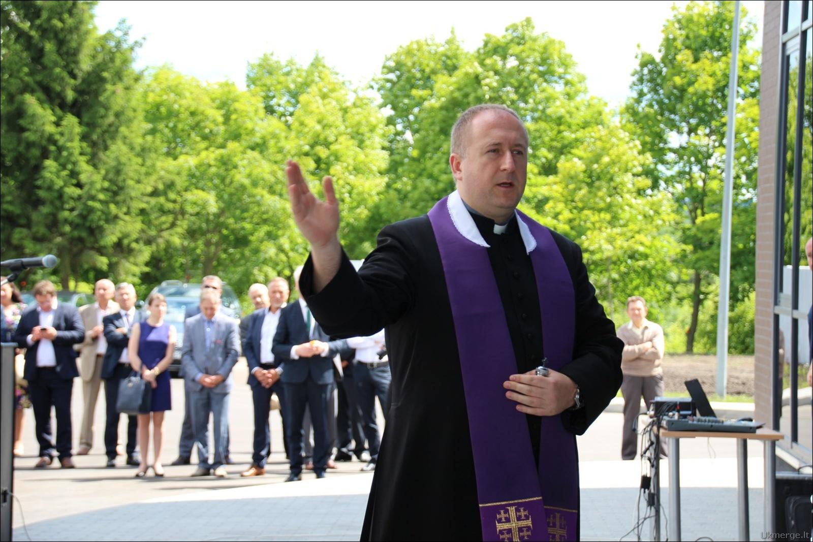 Meilės drama: Ukmergėje dingo kunigas, jis, pasirodo, bažnyčią iškeitė į moterį