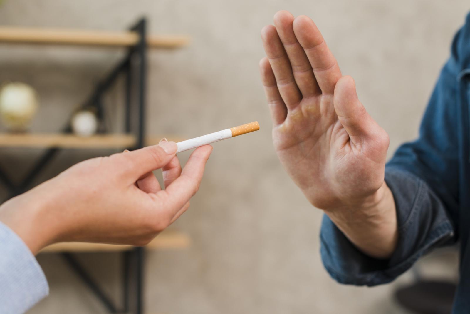 Netradiciniai būdai mesti rūkyti: nuo ženšenio ar jogurto iki laikmačio