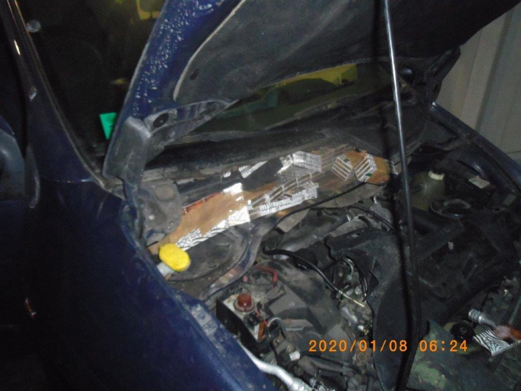 Baltarusio automobilyje pareigūnai aptiko 1 750 pakelių kontrabandos