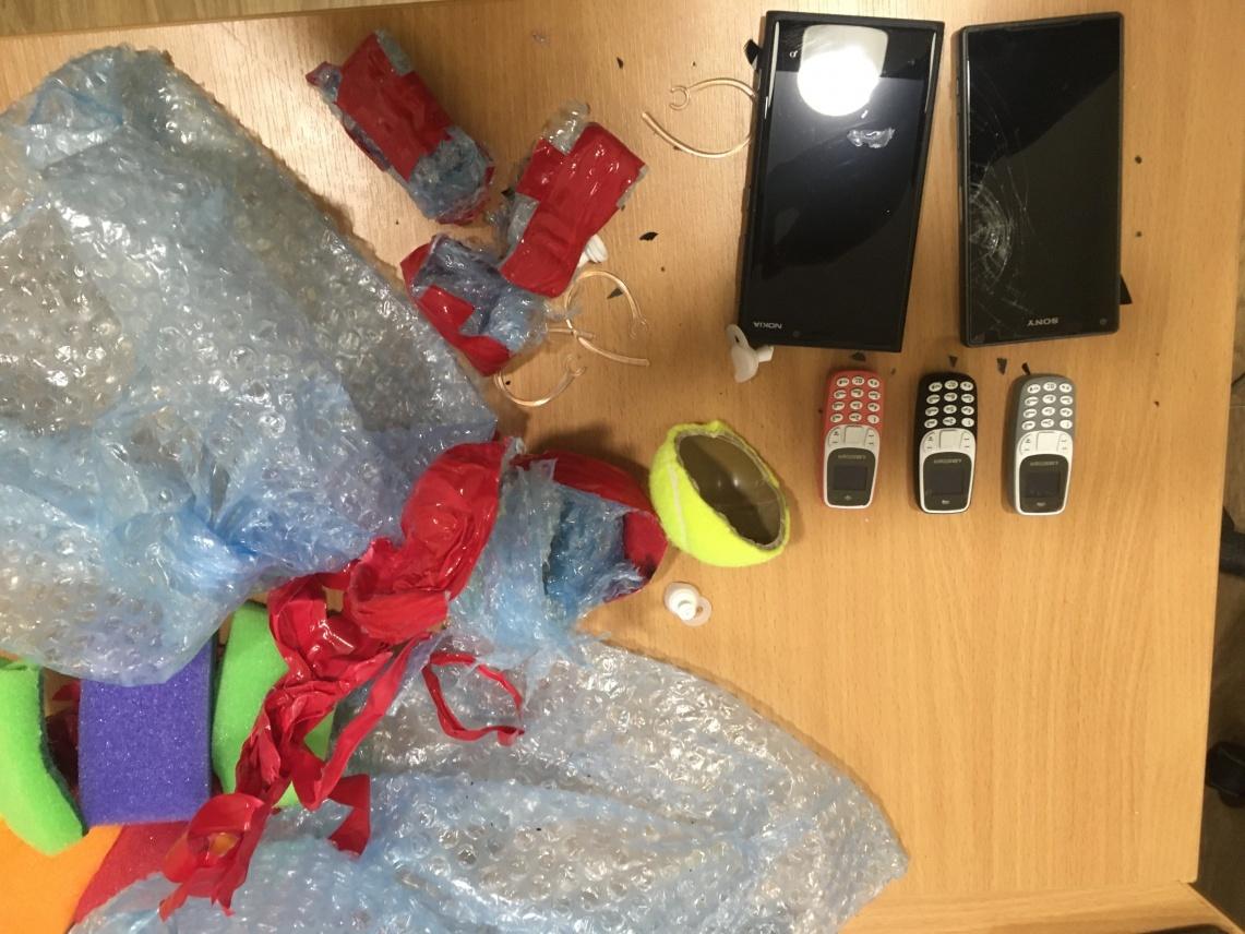 Pataisos įstaigų pareigūnai jau konfiskavo beveik 200 mobiliųjų telefonų