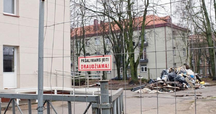 Nakvynės namų rekonstrukcija žlugo: kur glaudžiasi benamiai?