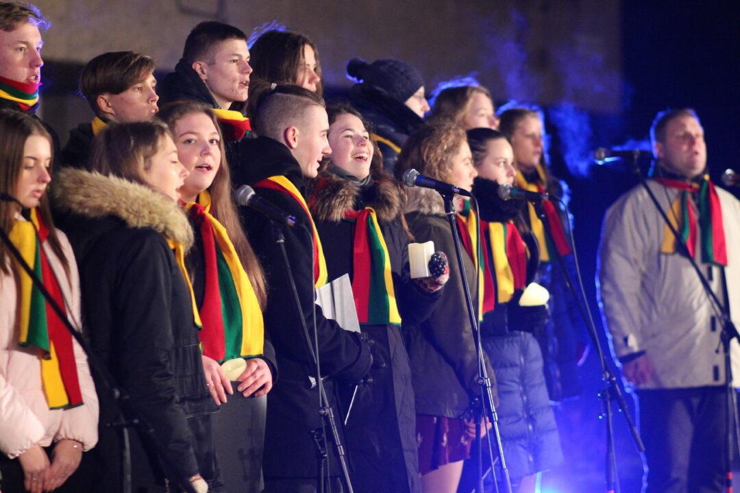 Sausio 13-oji Rokiškyje: liepsnojo atminimo laužas, skambėjo dainos ir jautrūs žodžiai