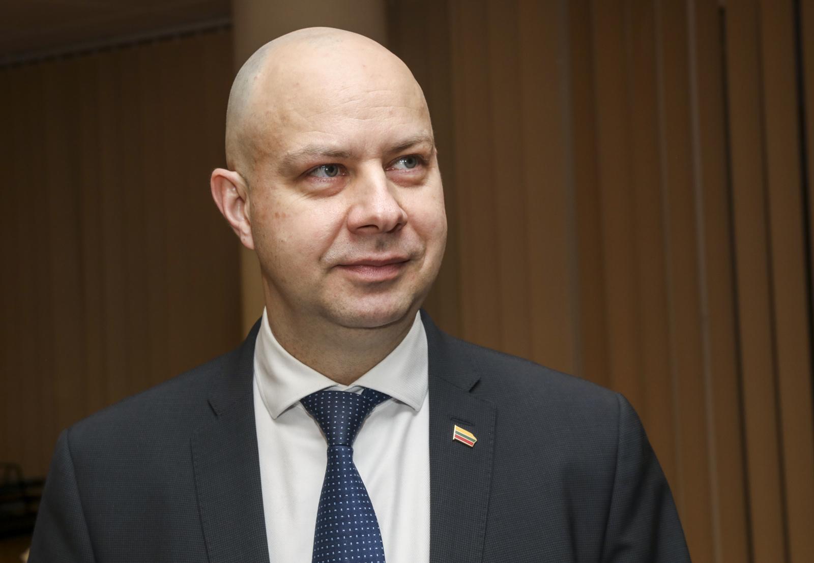 VTEK: ministras A. Veryga, nenusišalindamas nuo sutuoktinės darbovietės, pažeidė įstatymą