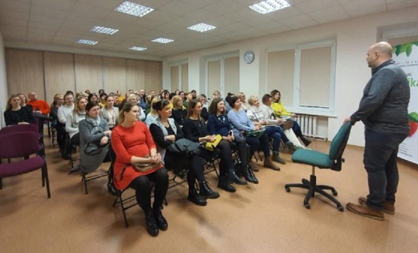 """E. Karmazos paskaita """"Vaikų brandumo ugdymas – pagalba vaikui užaugti"""" Radviliškyje"""