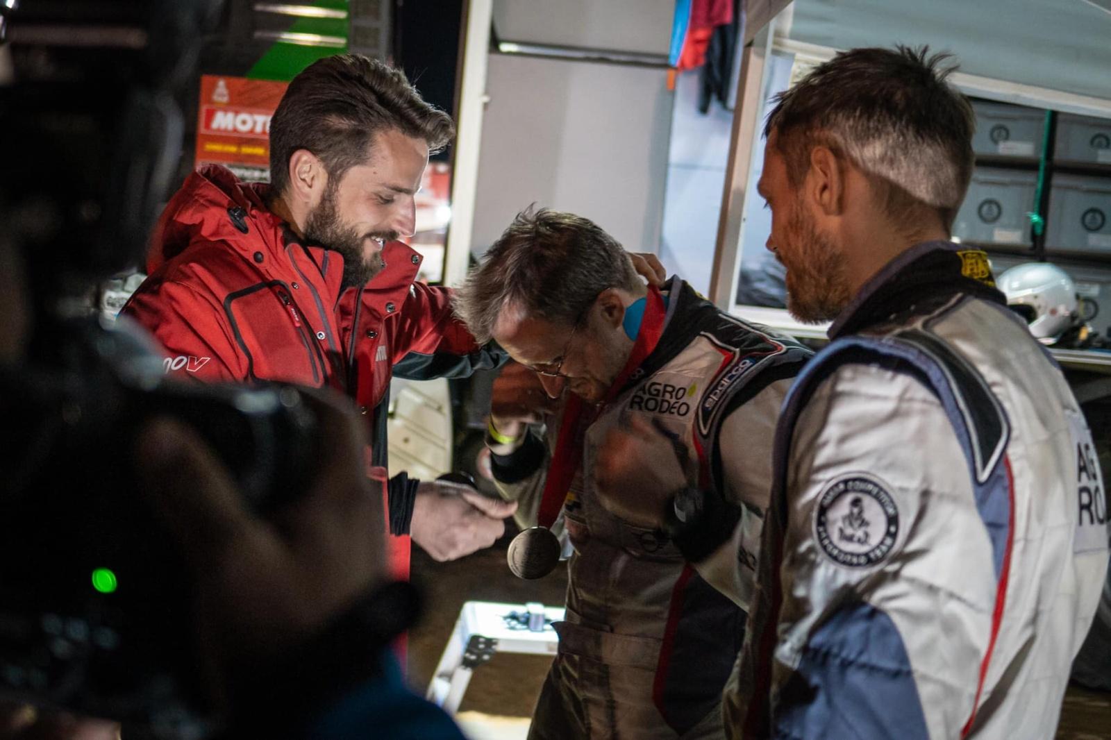 """Dakaro organizatoriai """"Agrorodeo"""" komandai įteikė medalius už pagalbą varžovui"""