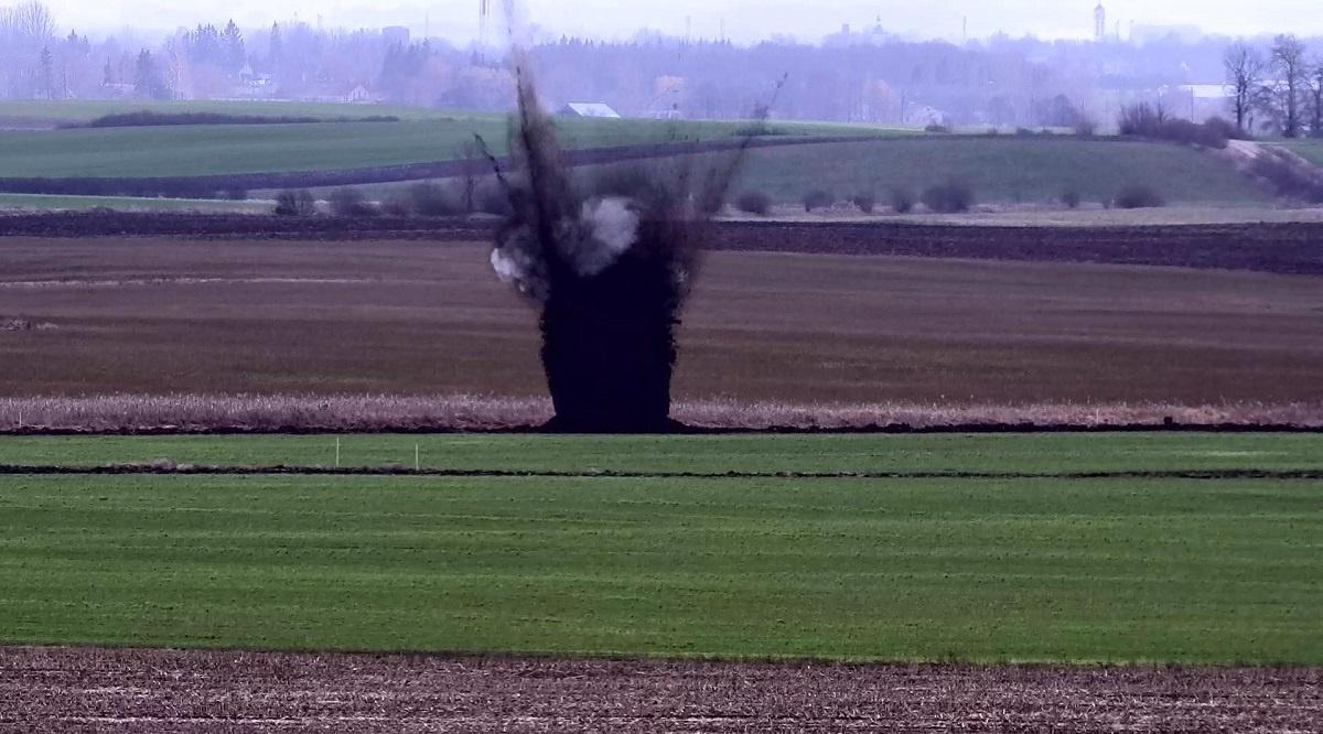 Pasienyje su Rusija iškastas pavojingas sprogmuo sunaikintas vietoje