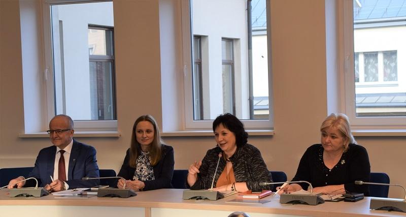 Pasitarime aptartos socialinių būstų, kelių priežiūros, bendradarbiavimo ir kitos seniūnijų aktualijos