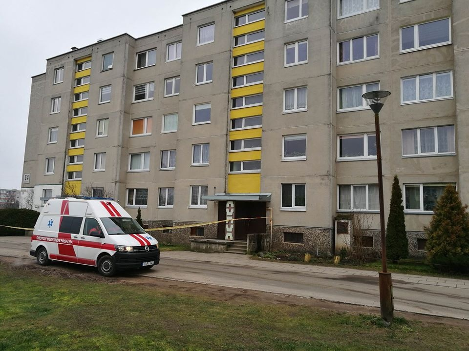Mažeikiuose bute rastas sprogmuo, evakuotas visas daugiabutis