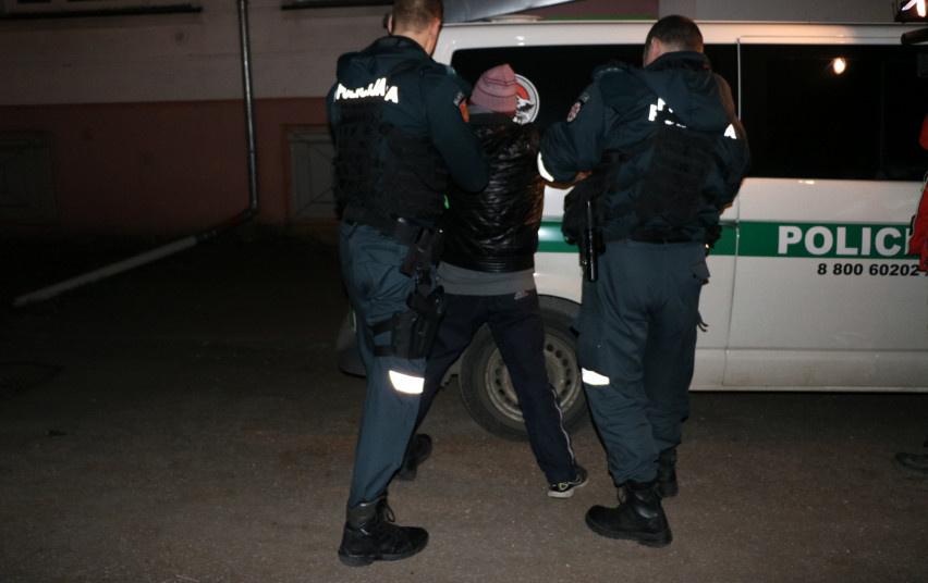 Plėšimu ir vagyste įtariamas nepilnametis suimtas dviem mėnesiams