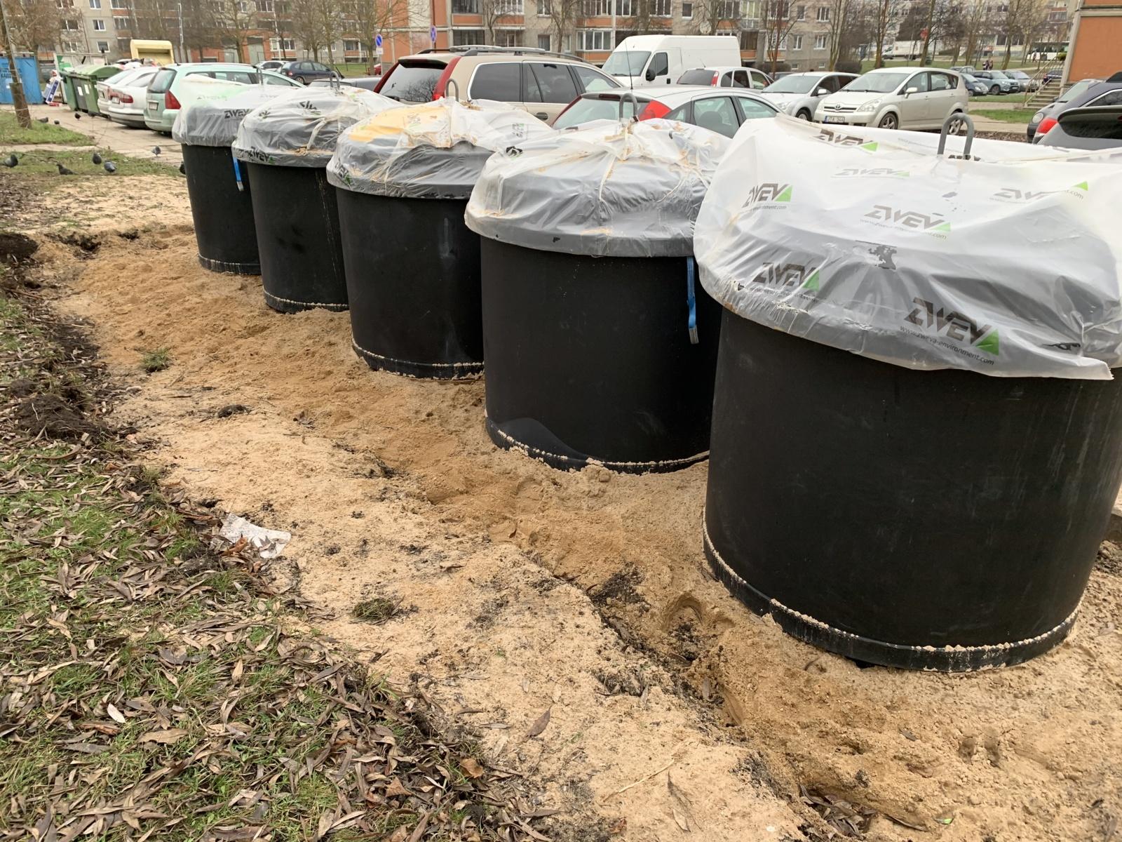 Šiauliuose jau įrenginėjamos pusiau požeminės komunalinių atliekų surinkimo konteinerių aikštelės