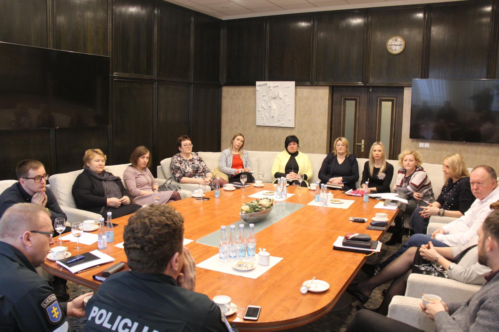 Įvairių institucijų specialistai diskutavo apie jaunimo problemas