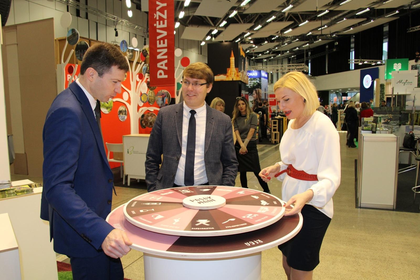 """Turizmo parodoje """"Adventur 2020"""" Marijampolė kvietė į pojūčių kupiną kelionę"""