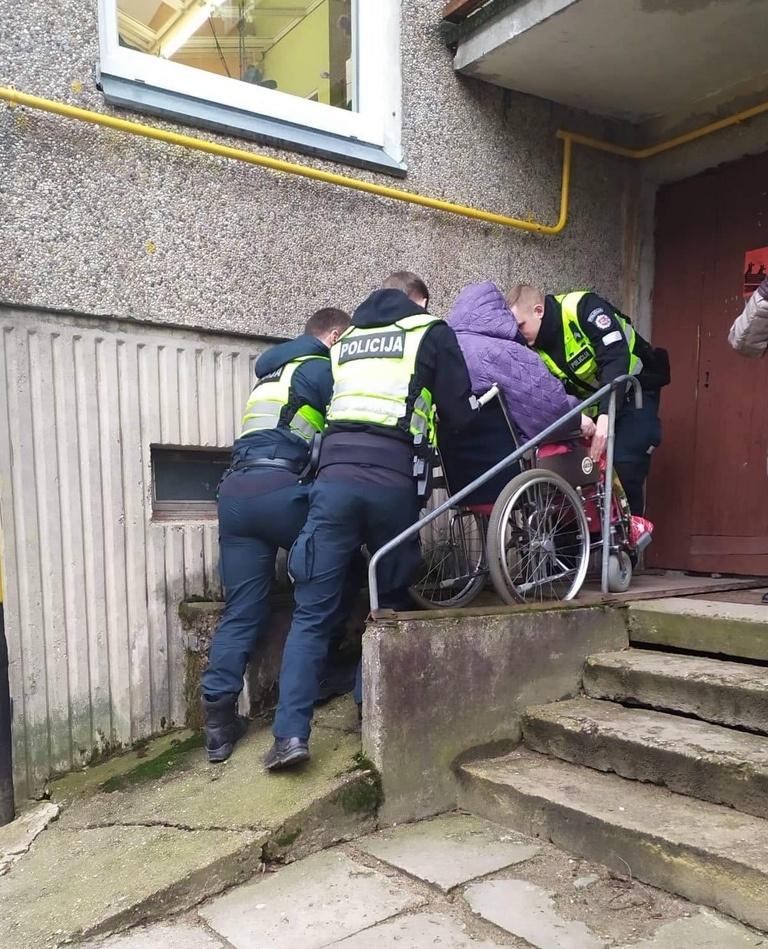 Utenos apskrities VPK pareigūnai neabejingi neįgaliesiems