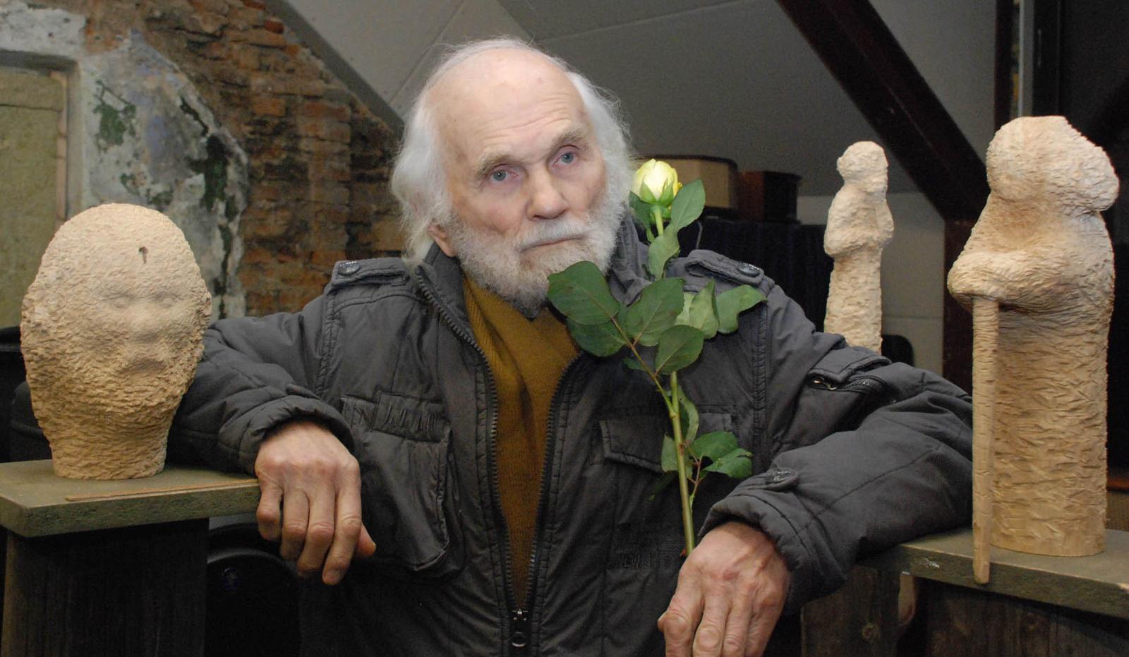 Premjeras sveikina skulptorių L. Striogą 90-ojo jubiliejaus proga