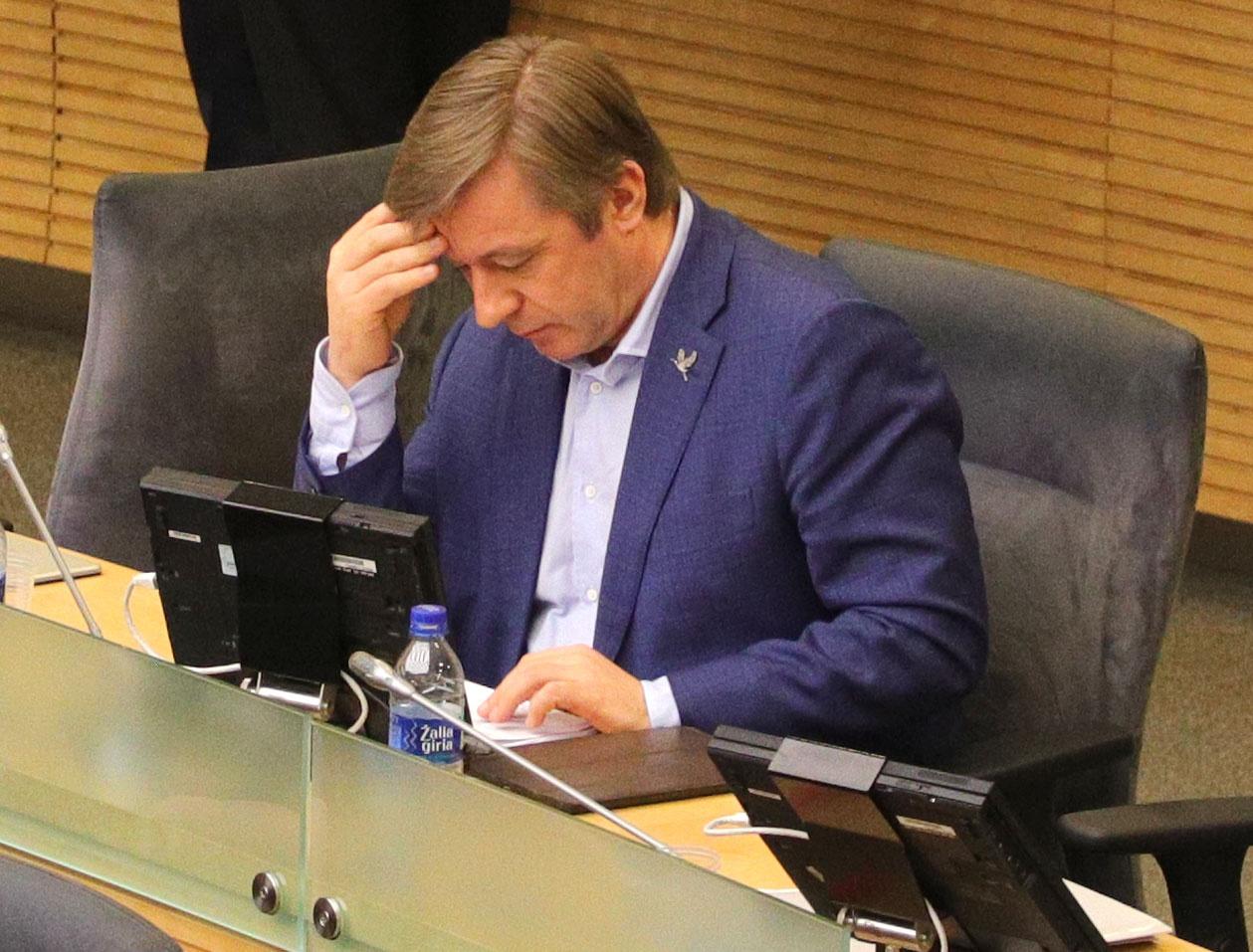 Prasidėjus diskusijai dėl 0 promilių vairuotojams, R. Karbauskis prašo statistinių domenų