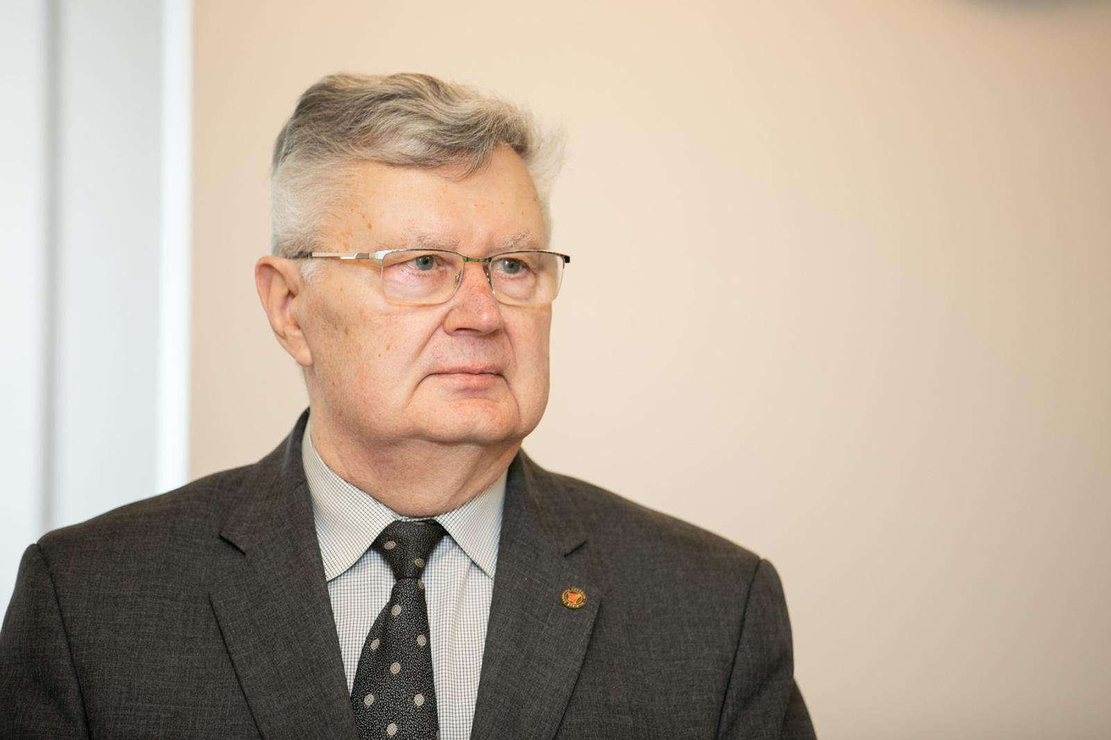 Paukštininkystės asociacijos prezidentas: paukščių gripo bijančios įmonės jau sustiprino saugos priemones