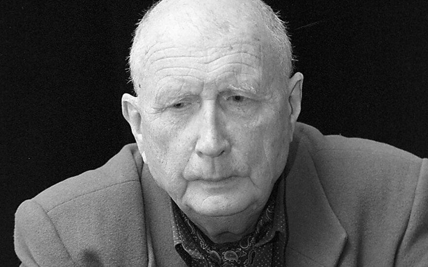 Mirė rašytojas, dailininkas Romualdas Lankauskas