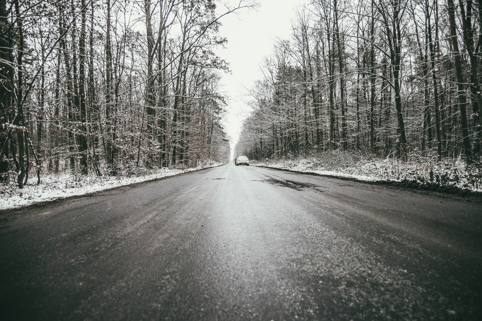 Žiemiškus kelius prisimenant: naktį eismo sąlygas sunkins plikledis