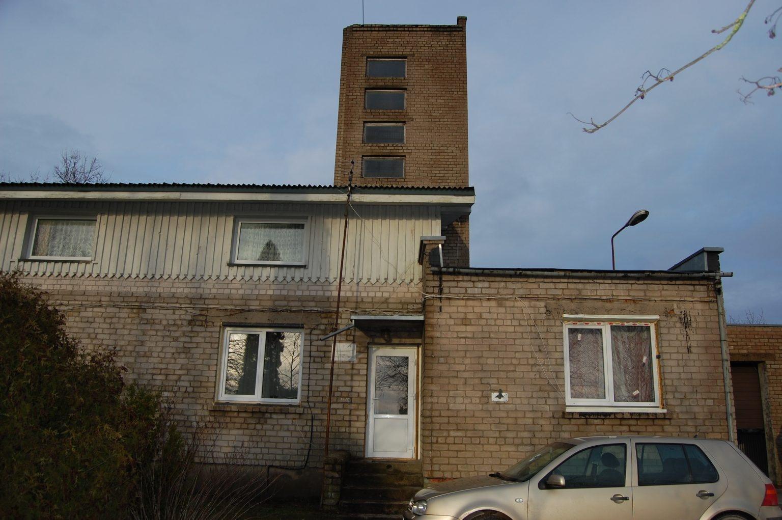 Darbėnų ugniagesiai turi saugotis pastato bokšto