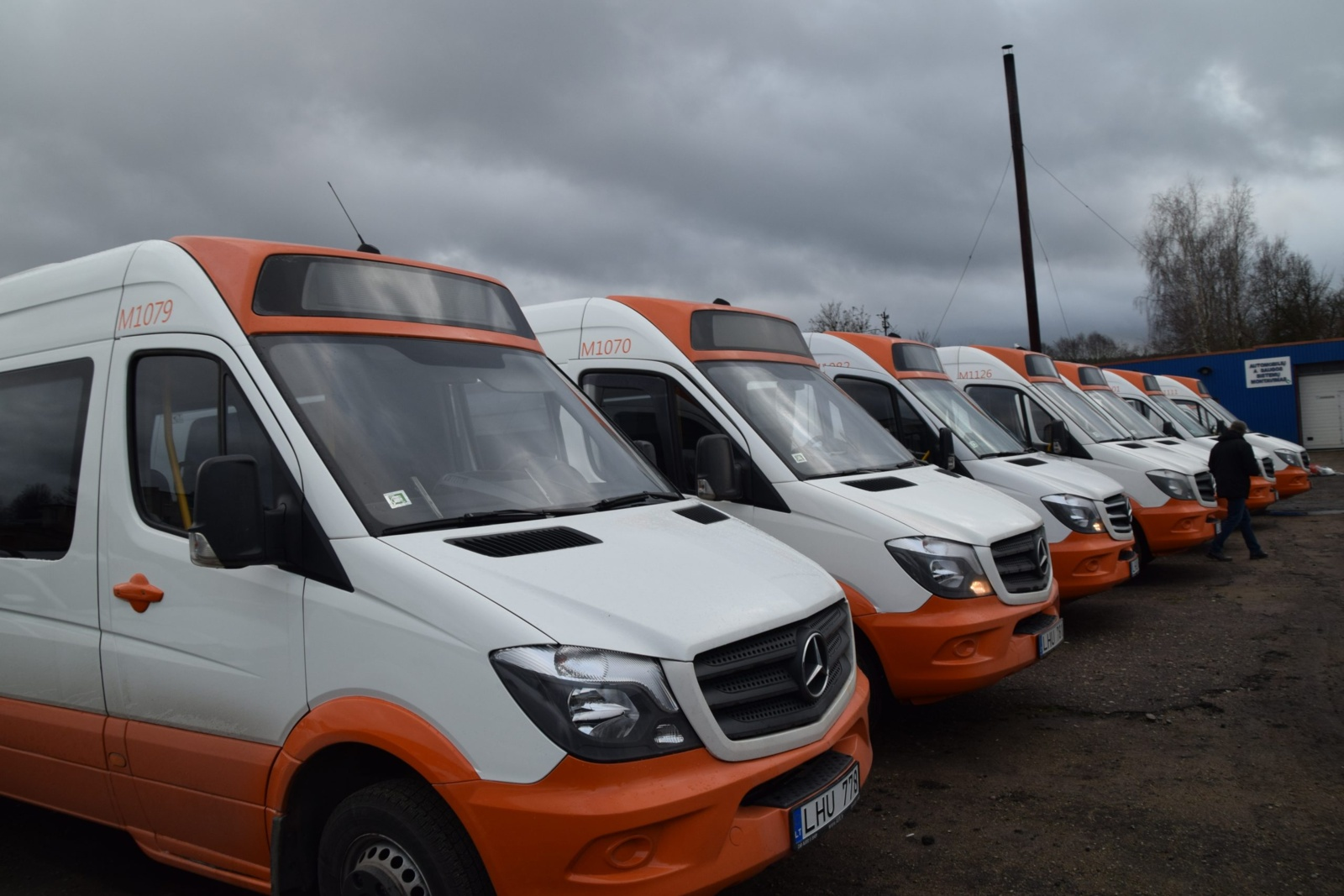 """Vietiniais maršrutais keleivius vežios UAB """"Transrevis"""" mikroautobusai"""