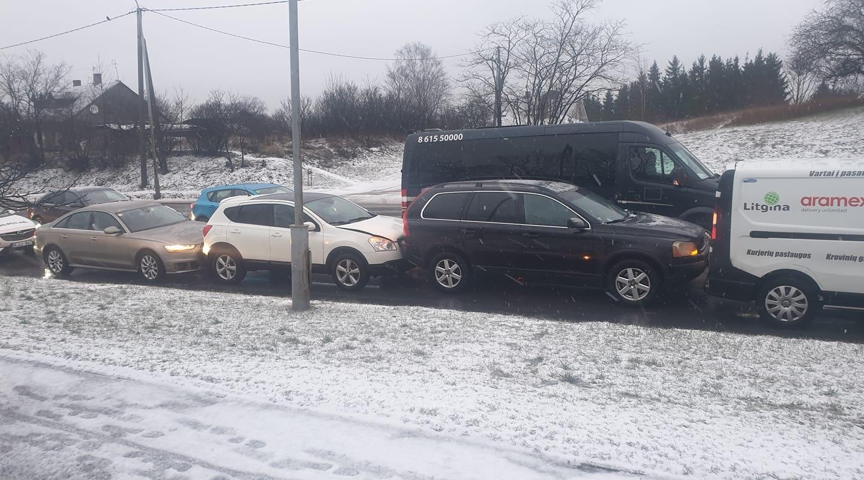 Vilniuje susidūrus trims automobiliams nukentėjo žmogus