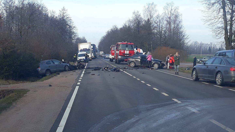 Baisi avarija Kauno rajone: pranešama apie prispaustus žmones