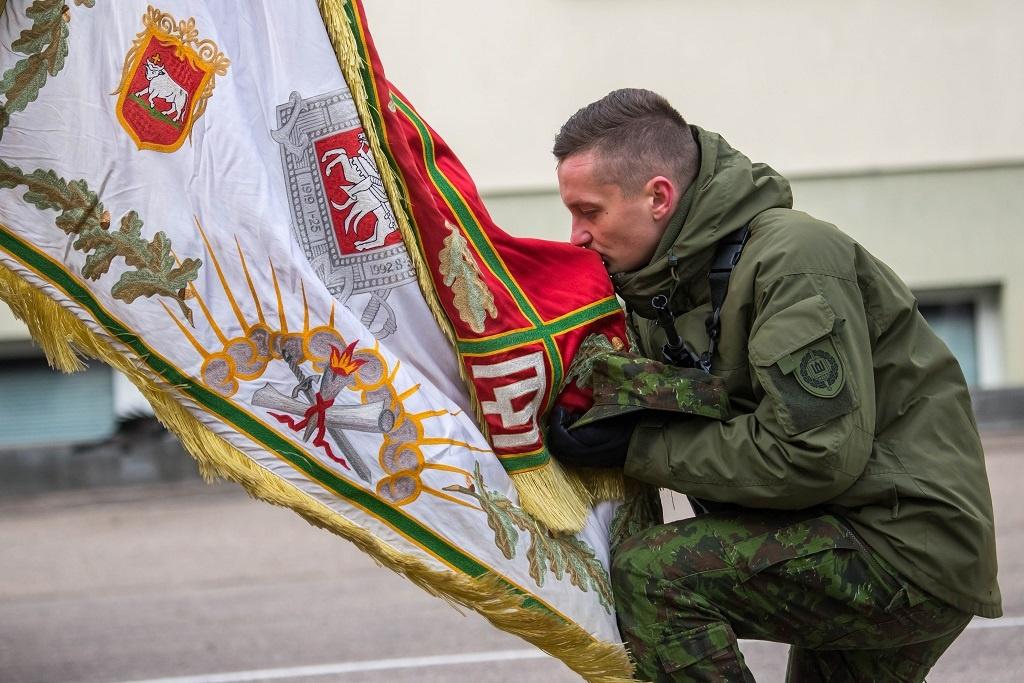 Švęsdami Lietuvos valstybės atkūrimo dieną Karo akademijoje prisiekė jaunesniųjų karininkų vadų mokymų klausytojai