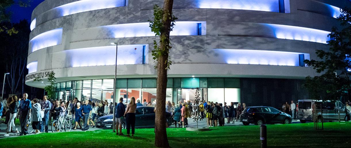 Atrasti kurortą ne sezono metu: Palangos koncertų salėje kultūros ir pramogų balansas