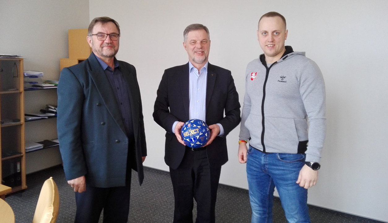 Pusę metų Molėtuose veiks Lietuvos rankinio talentų akademija