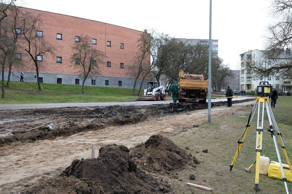 Šalia šv. Benedikto gimnazijos tvarkomas pėsčiųjų takas