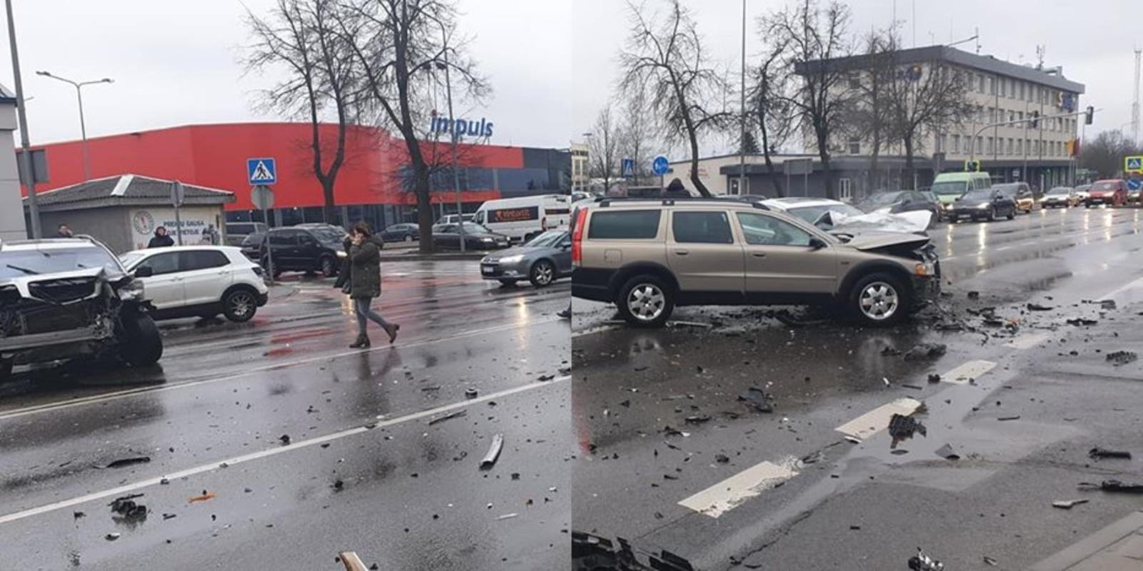 Tilžės gatvėje susidūrė trys autombiliai (papildyta vaizdo įrašu)