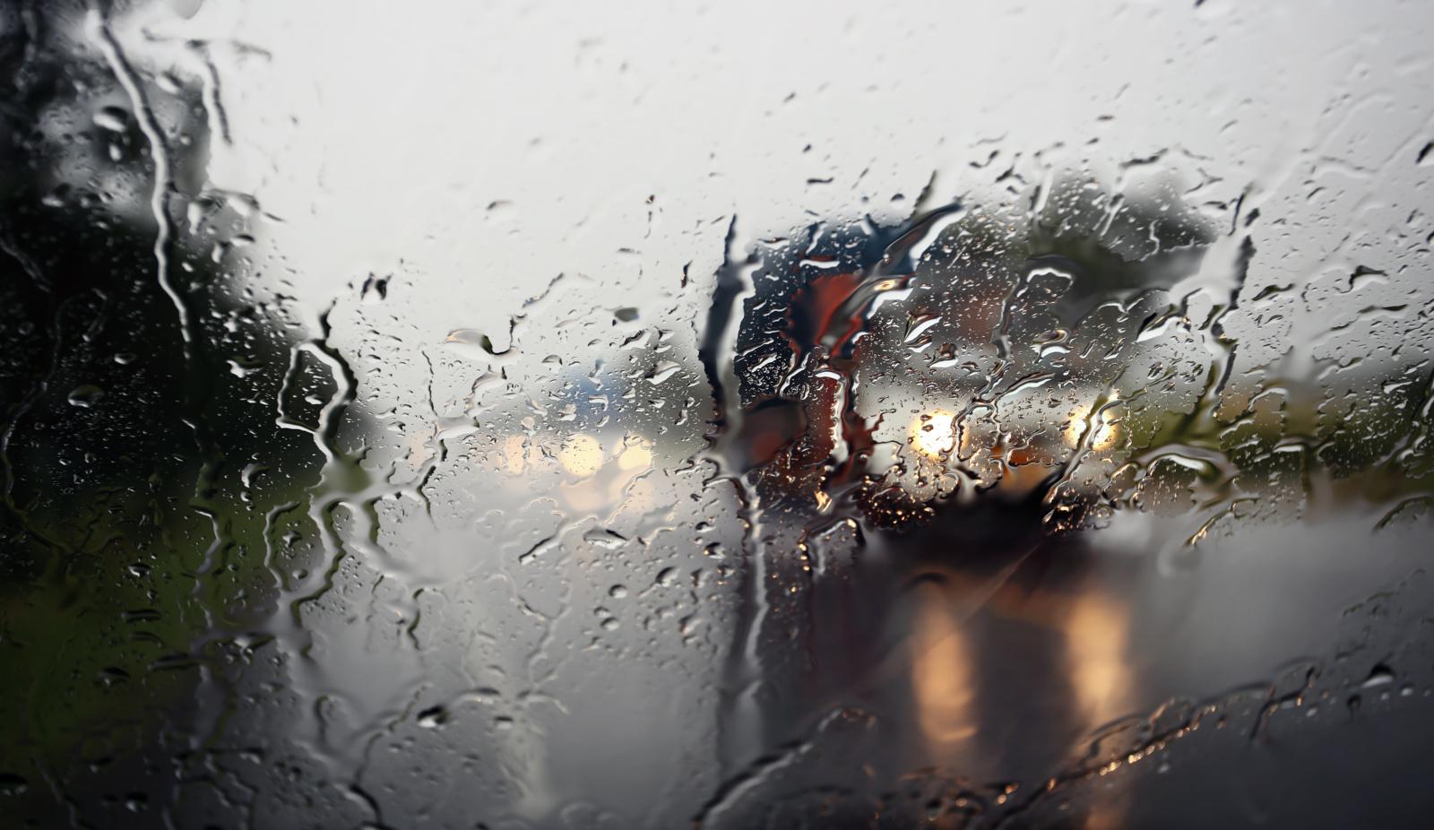 Naktį eismo sąlygas sunkins vėjas, numatoma šlapdriba