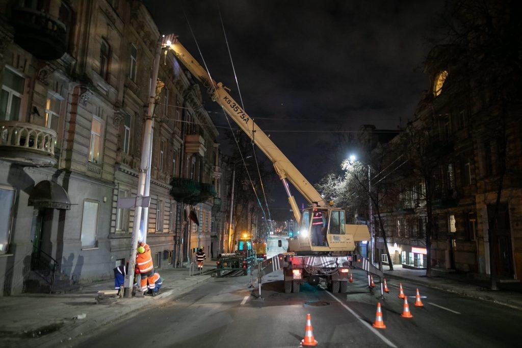 Visame Vilniuje tikrinama kontaktinio tinklo atramų būklė