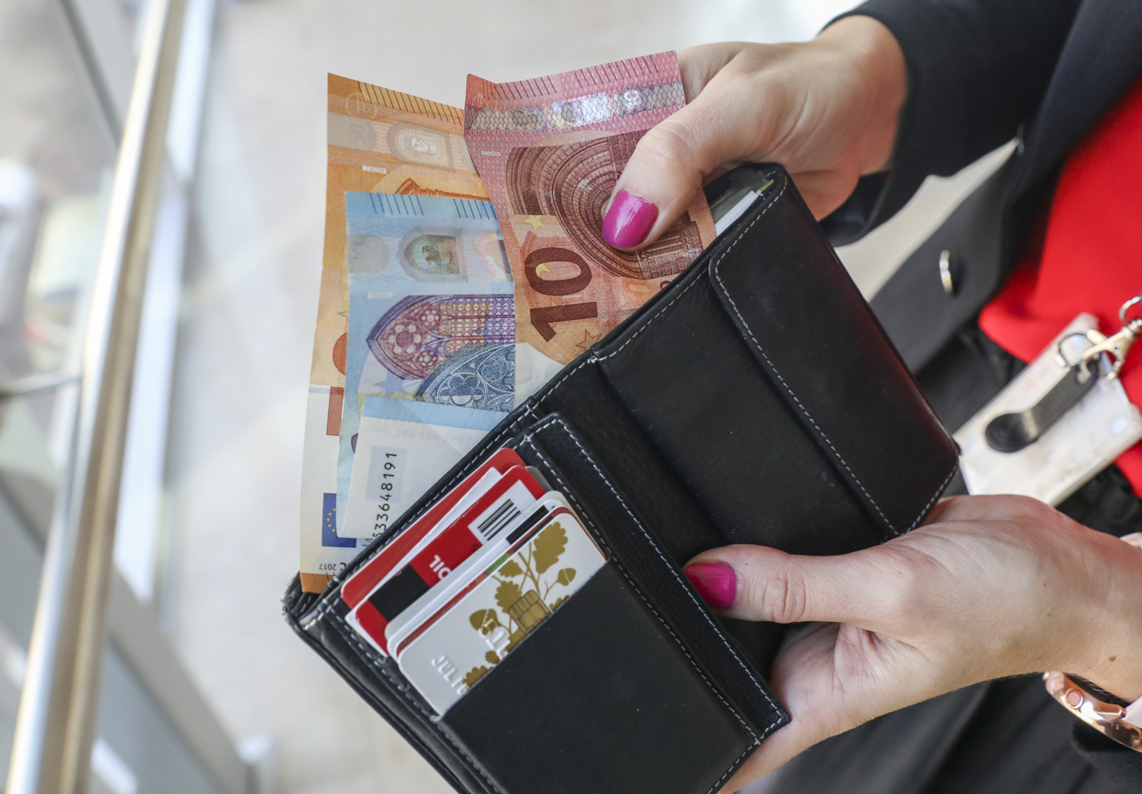 Sukčius iš senjorės išviliojo 600 eurų