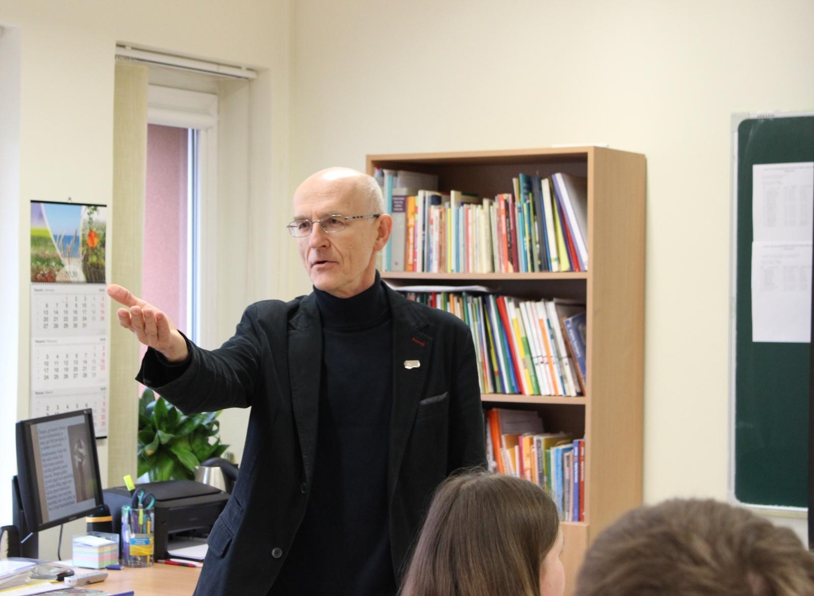 Gimnazijoje lankėsi signataras Donatas Morkūnas