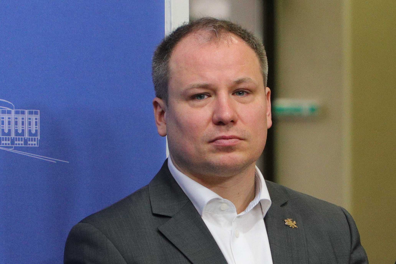 G. Surplys ragina piliečius registruotis ambasadose: lėktuvo vienam žmogui tikrai nesiųsime