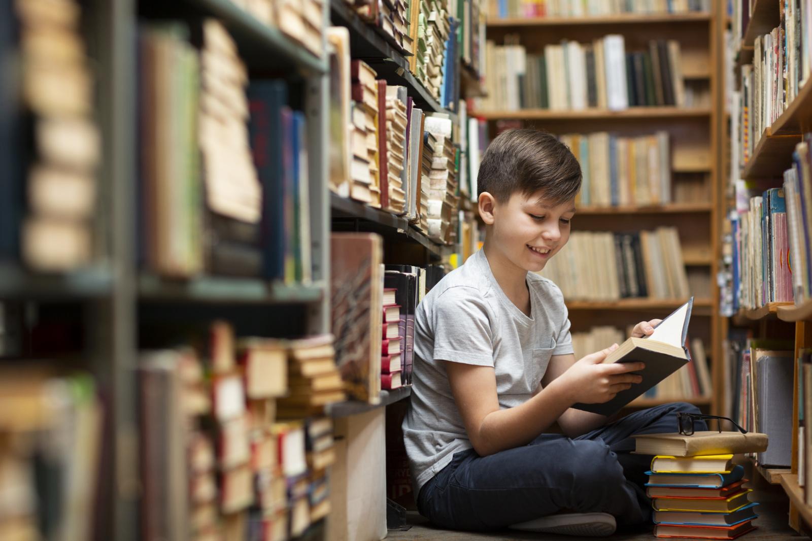 """""""Primiršti tekstai"""".  Knygos žino, kaip pralenkti ar atsukti laiką"""