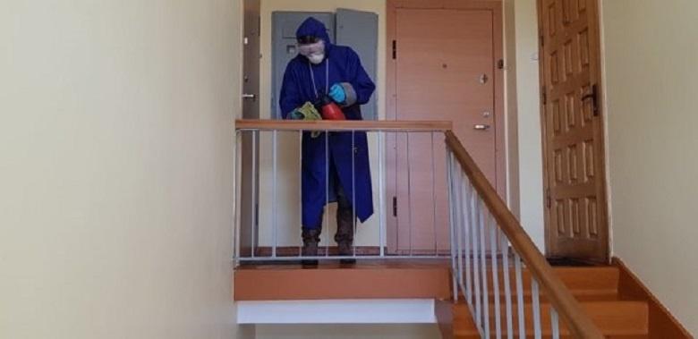 """UAB """"Palangos komunalinis ūkis"""" jau pradėjo daugiabučių gyvenamųjų namų laiptinių dezinfekavimą"""