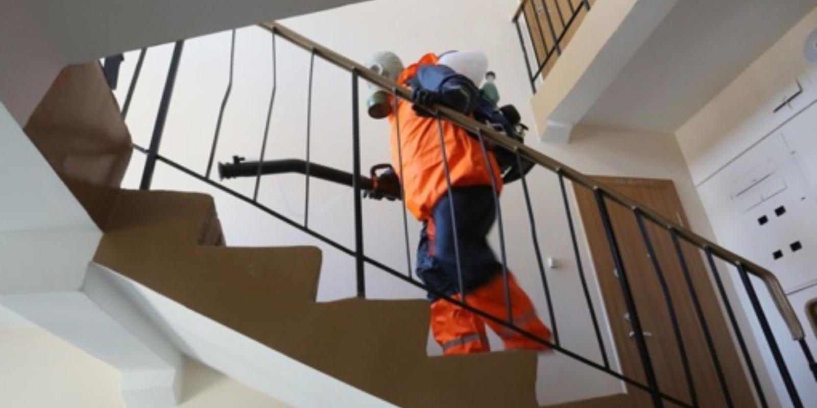 Varėnoje jau išdezinfekuota daugiau kaip pusė daugiabučių namų bendrojo naudojimo patalpų