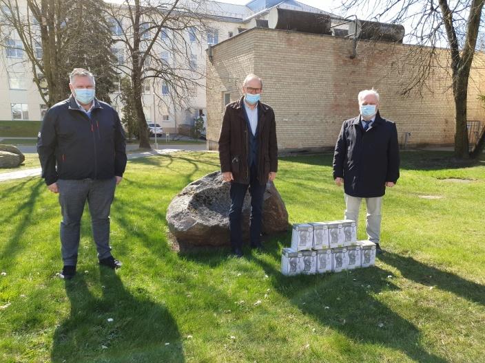 Panevėžio krašto pramonininkai įteikė respiratorių Panevėžio ligoninei