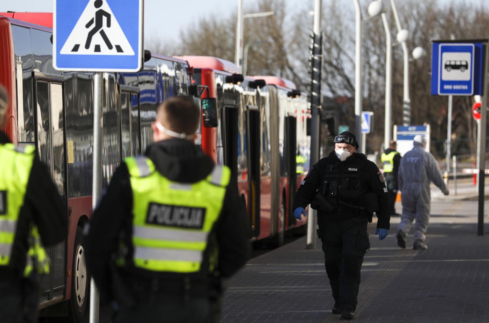 Policija savaitgalį nustatė 247 karantino pažeidimus: dominavo daugiau nei vieno namų ūkio kontaktai